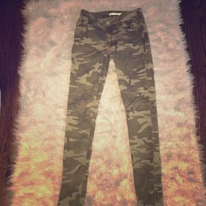 Cool camo Levi pants! (Where are they....) lol